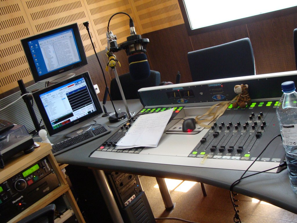 Top 5 emisoras y programas de radio en España. Mantente informado